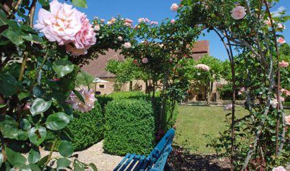 lesveneries_gite_jardin_roses